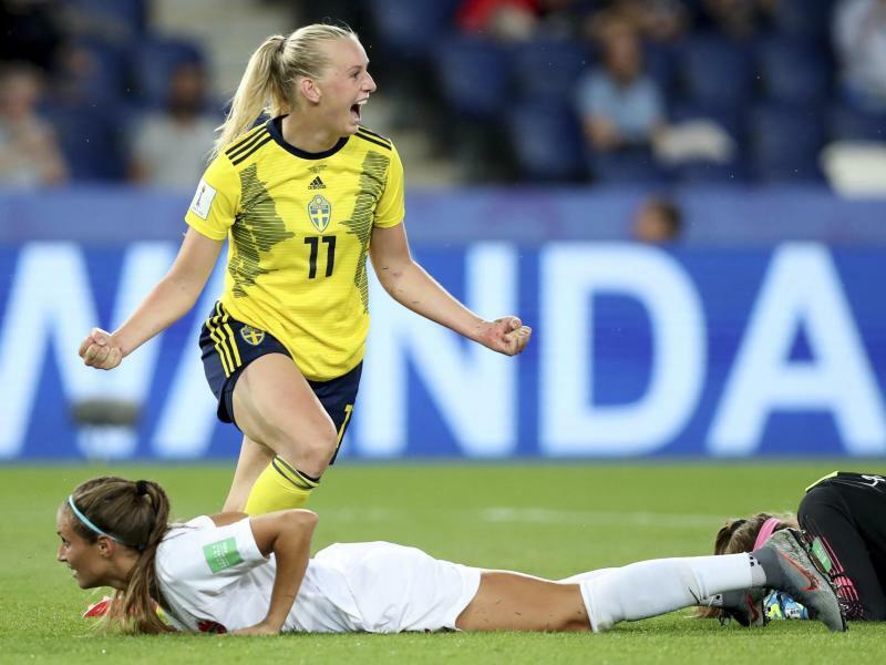 Schweden - Kanada - Foto: Schwedens Stina Blackstenius jubelt nachdem sie das 1:0 gegen Kanada erzielt hat. Foto:Francisco Seco/AP