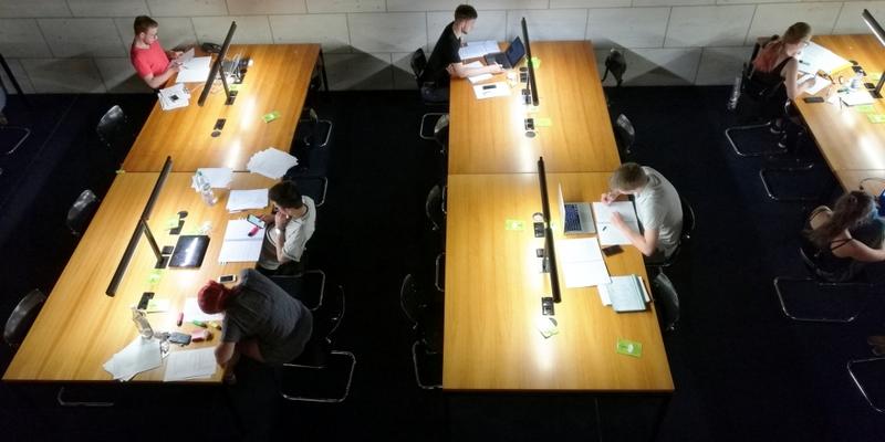 Studenten in einer Bibliothek - Foto: über dts Nachrichtenagentur
