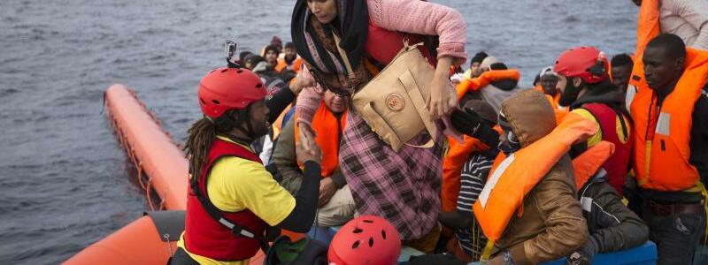 Rettung - Foto: Emilio Morenatti/AP
