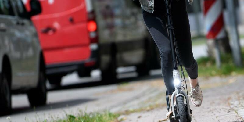 E-Scooter - Foto: Fehlen nur vernüftige Verkehrswege: Probefahrt mit einem «Metz Moover». Foto:Sven Hoppe