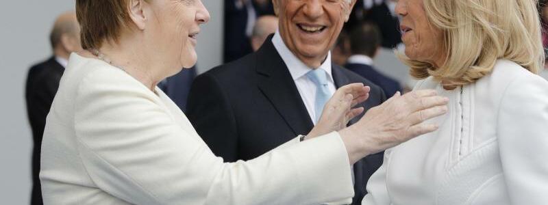 Merkel in Paris - Foto: Kamil Zihnioglu/AP