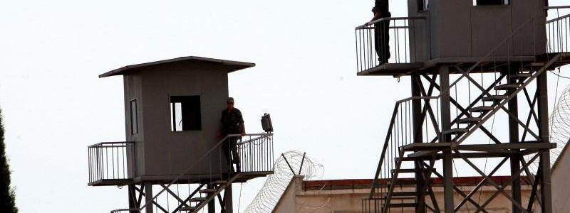 Gefängnis in Antalya - Foto: Gefängnis in Antalya: Nach dem Putschversuch vom 15. Juli waren die Haftanstalten zeitweise überfüllt. Foto:Tolga Bozoglu
