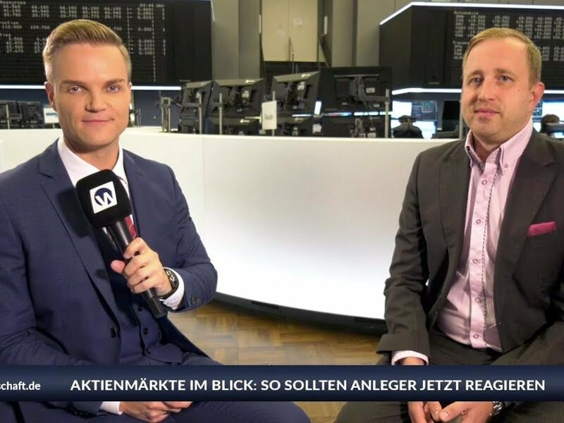 Während die Deutsche Bank 18.000 Stellen abbauen wird, startet die Smartphone-Bank N26 gerade in den USA. Gibt es einen Umbruch in der Bankenbranche? Man sieht, dass die Digitalisierung im Bankgeschäft vorangetrieben wird. Mit einem ganz einfachen Geschäftsmodell wie bei N26 kann man erfolgreich sein. Die Deutsche Bank bot bisher alles an. Die Aktie der Deutschen Bank ist mit Vorsicht zu genießen, sagt der Börsenstratege Ulrich W. Hanke von Boersianer.info im Interview mit Manuel Koch an der Frankfurter Börse. - Foto: anlegerverlag.de