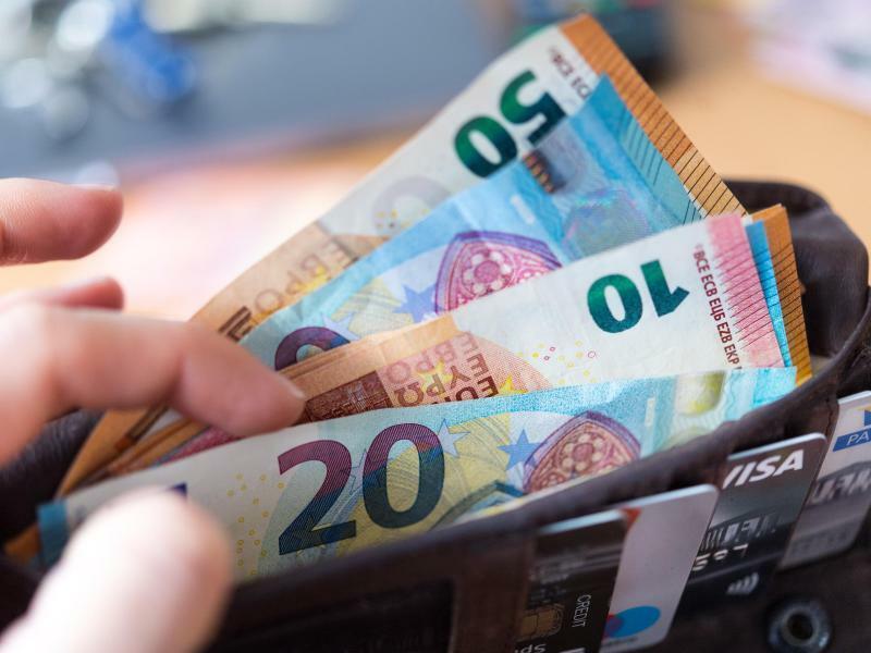 Geld - Foto: Monika Skolimowska/zb