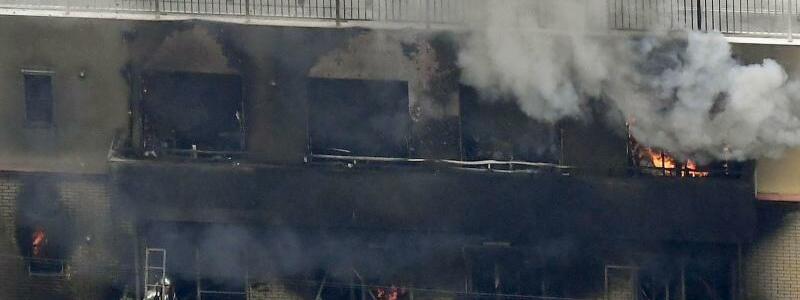 Rauch steigt auf - Foto: kyodo