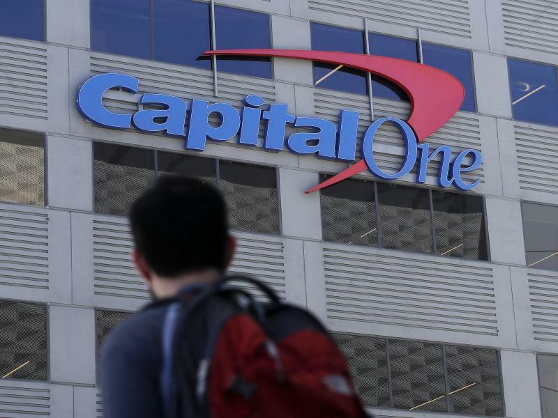 US-Bank Capital One - Foto: Ein Hacker hat Kreditkartendaten von gut 100 Millionen Kunden der Bank Capital One gestohlen. Foto:Jeff Chiu/AP