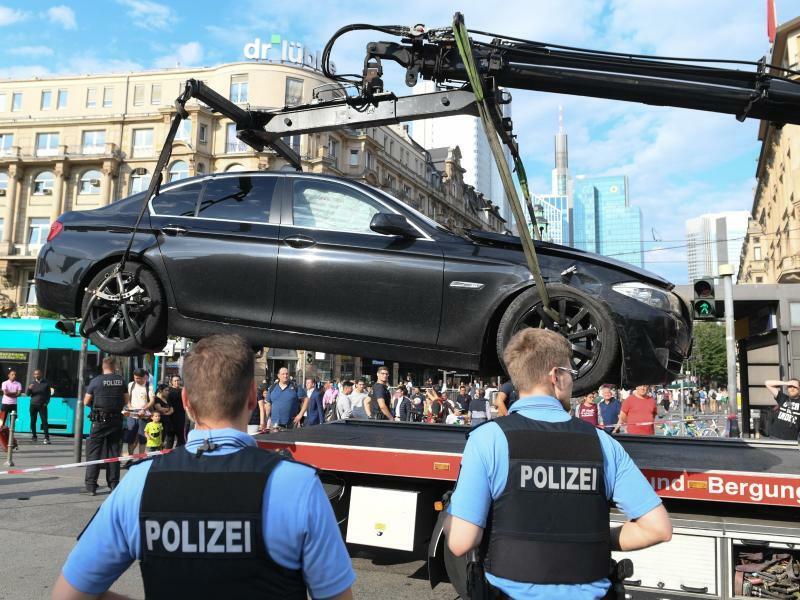 Großeinsatz der Polizei in Frankfurt - Foto: Arne Dedert