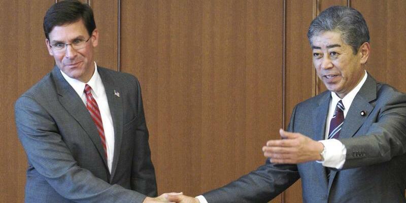 US-Verteidigungsminister in Japan - Foto: Eugene Hoshiko/Pool AP