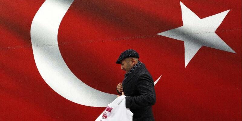 Türkische Flagge - Foto: Ali Unal/AP