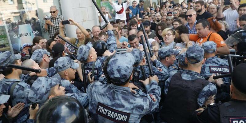 Protest gegen Wahlausschluss inMoskau - Foto: Pavel Golovkin/AP
