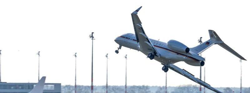 Bombardier Global 5000 - Foto: Die Piloten vermieden im April bei der Landung der Regierungsmaschine in Berlin-Schönefeld nur knapp eine Katastrophe. Foto:Marcel Russ