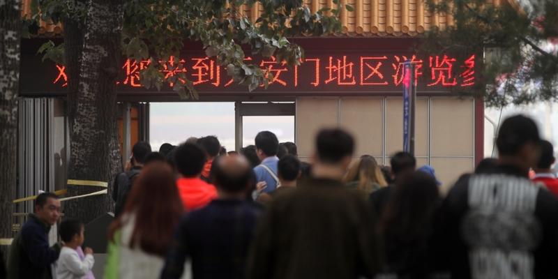 Chinesen vor einer Sicherheitskontrolle - Foto: über dts Nachrichtenagentur