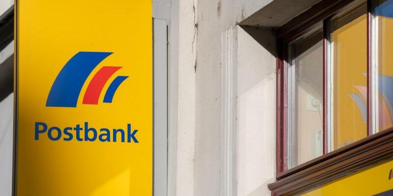 Postbank - Foto: Monika Skolimowska/dpa-Zentralbild/dpa