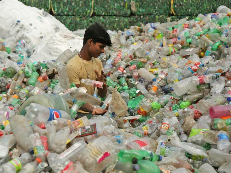 Plastik in Indien - Foto: Channi Anand/AP/dpa