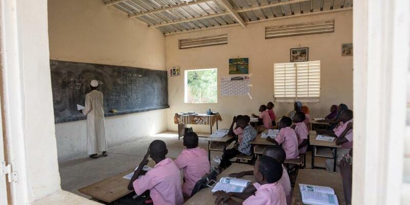 Schule in Afrika - Foto: Michael Kappeler/dpa