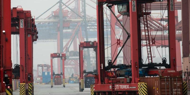 Containerterminal Eurogate - Foto: Christian Charisius/dpa