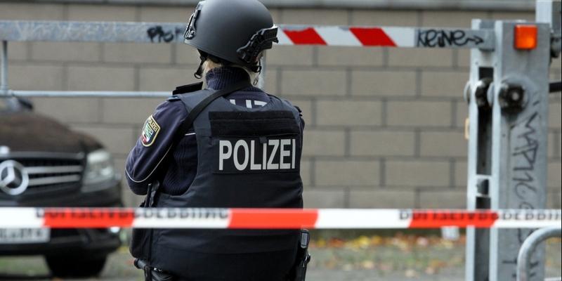 Polizistin hinter Absperrband - Foto: über dts Nachrichtenagentur