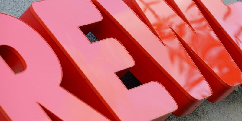 Rewe-Schriftzug - Foto: Andreas Gebert/dpa
