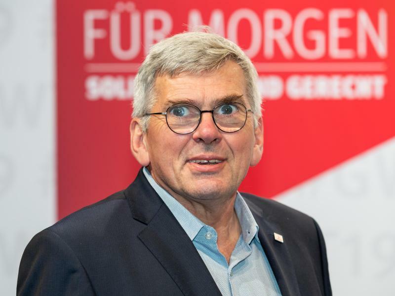 Jörg Hofmann - Foto: Daniel Karmann/dpa