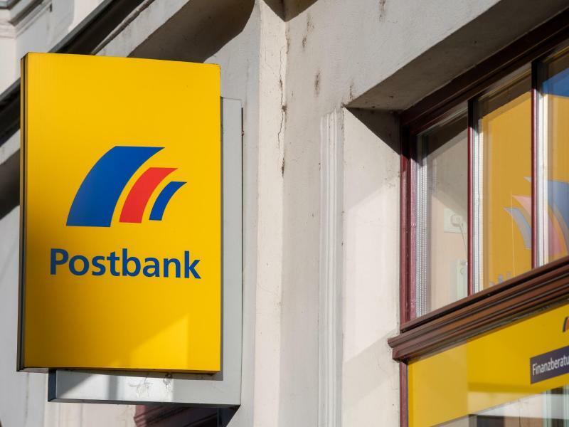 Postbank-Filiale - Foto: Monika Skolimowska/dpa-Zentralbild/dpa