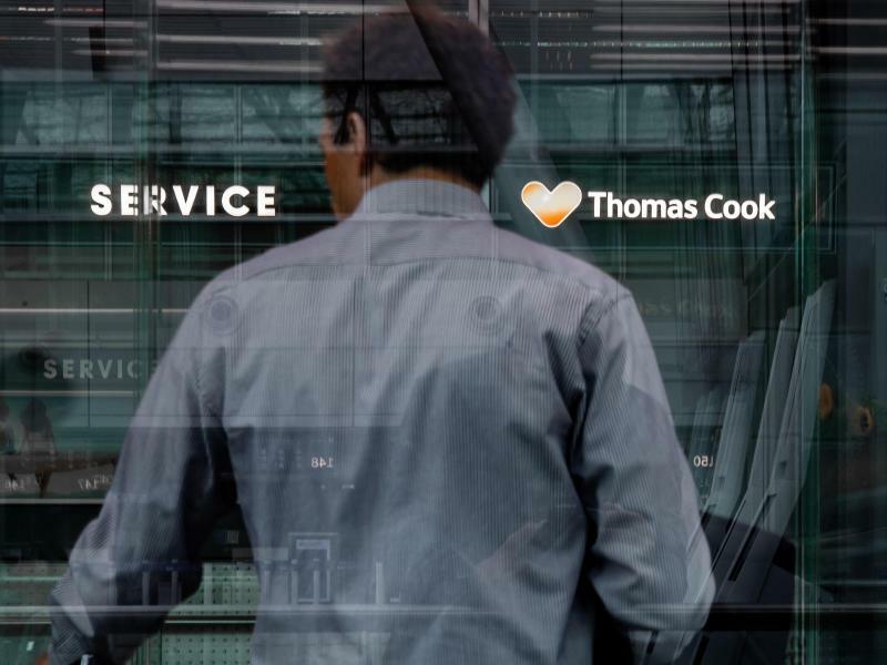 Thomas-Cook-Infoschalter - Foto: Marcel Kusch/dpa