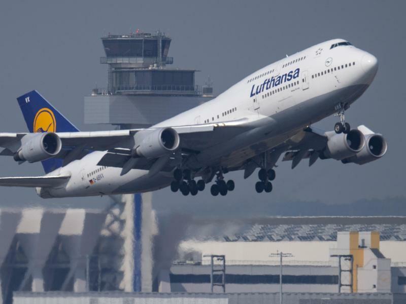 Flugzeug der Lufthansa - Foto: Boris Roessler/dpa
