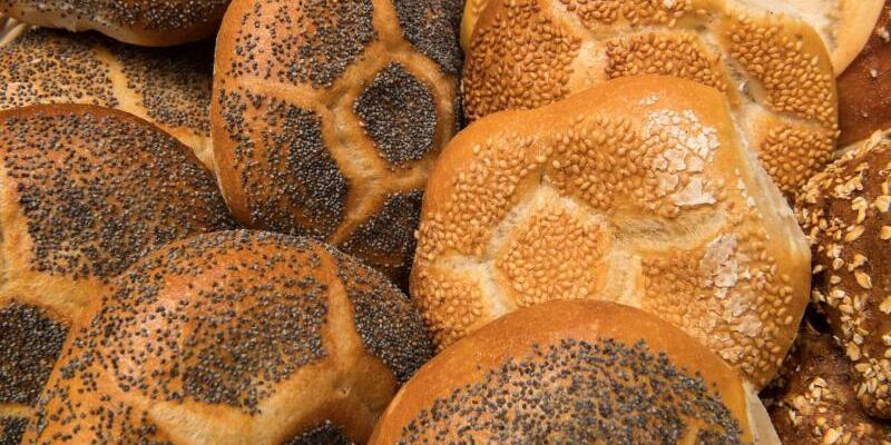 Öffnungszeiten bei Bäckereien - Foto: Peter Kneffel/dpa
