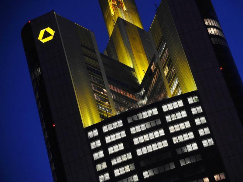 Commerzbank-Zentrale - Foto: Arne Dedert/dpa
