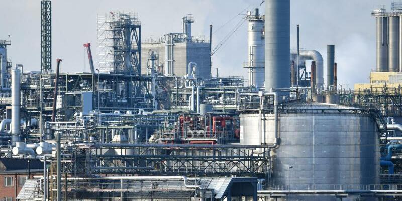 Chemiebranche - Foto: Uwe Anspach/dpa