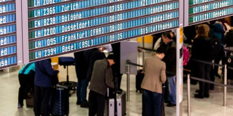 Flugbegleiter-Streik bei Lufthansa - Foto: Matthias Balk/dpa
