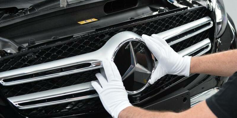Produktion im Mercedes-Benz Werk - Foto: Carmen Jaspersen/dpa