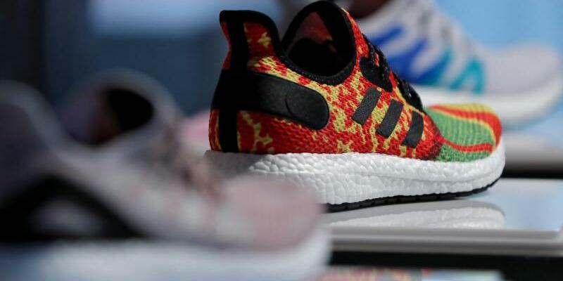 Adidas - Foto: Daniel Karmann/dpa