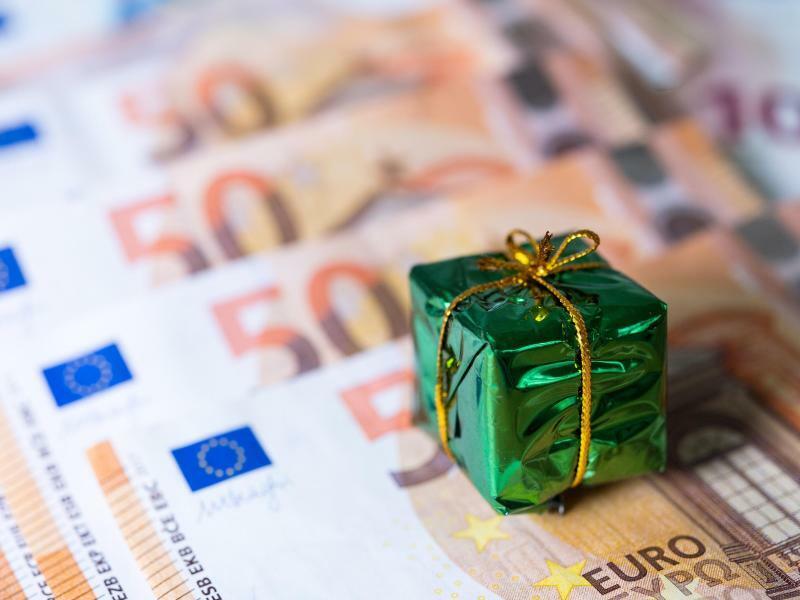 Weihnachtsgeld - Foto: Monika Skolimowska/zb/dpa