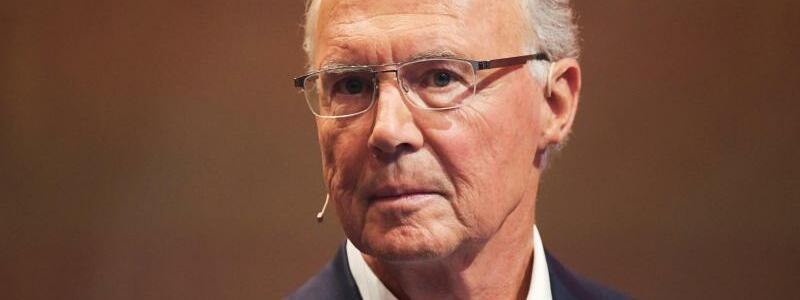 Franz Beckenbauer - Foto: «Der FC Bayern wäre nicht das, was er heute ist, wenn Du nicht gewesen wärst. Deine Geschichte als Manager, Präsident und Aufsichtsratschef ist im gesamten Weltfußball einzigartig. Deine größte Stärke ist gleichzeitig auch Deine Achillesferse: Piekst man