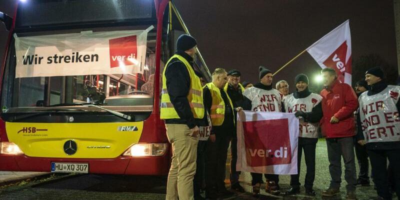 Busfahrer-Streik - Foto: Frank Rumpenhorst/dpa