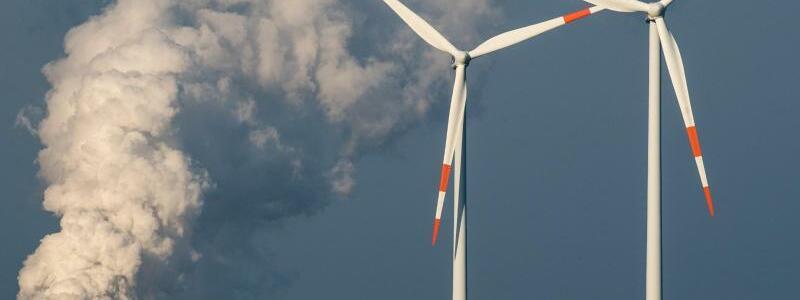Braunkohle und Windkraft - Foto: Patrick Pleul/dpa-Zentralbild/dpa