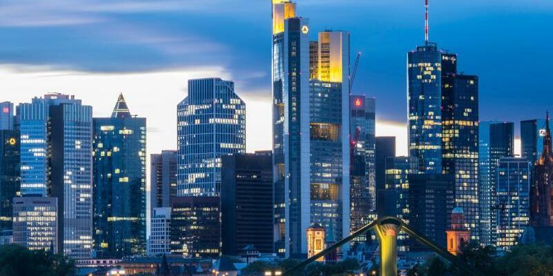 Bankenskyline - Foto: Boris Roessler/dpa