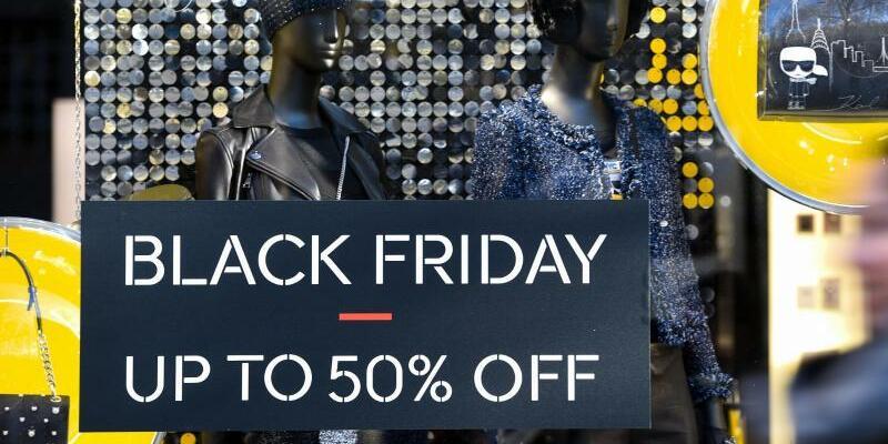 Black-Friday-Werbung - Foto: Lisa Ducret/dpa
