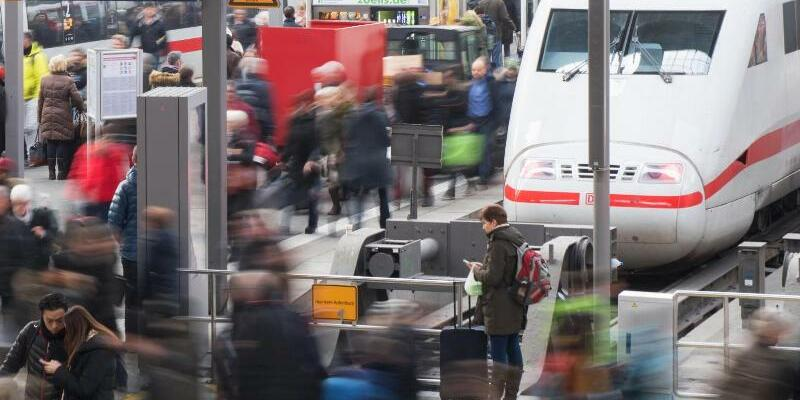 Kunden benoten Deutsche Bahn - Foto: Tobias Hase/dpa