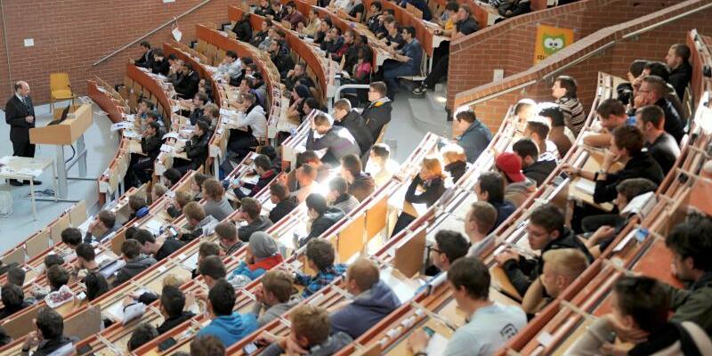 Hörsaal - Foto: Uwe Zucchi/dpa