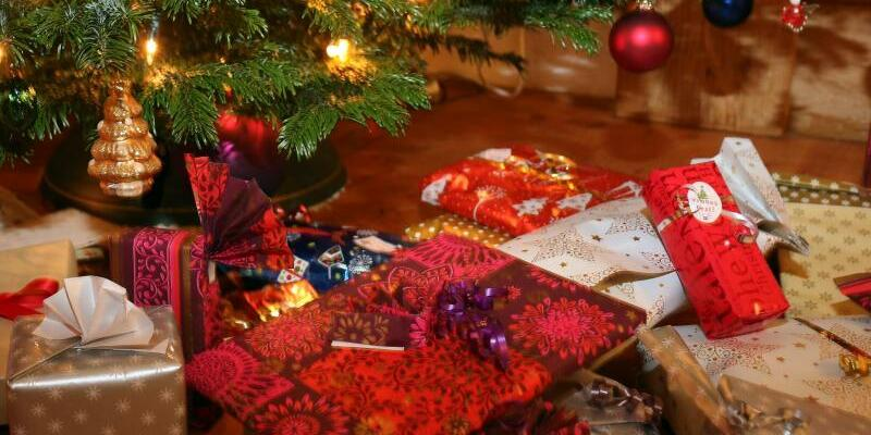 Weihnachtsgeschenke - Foto: Karl-Josef Hildenbrand/dpa
