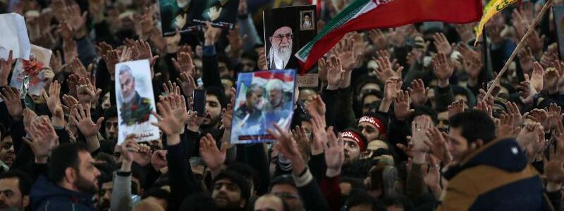 Regierungsanhänger trauern - Foto: -/Office of the Iranian Supreme Leader/dpa