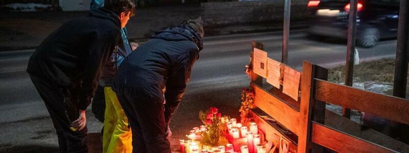 Trauer am Unfallort - Foto: Lino Mirgeler/dpa