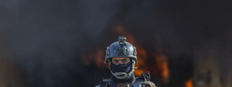 Rauchwolke - Foto: Nasser Nasser/AP/dpa