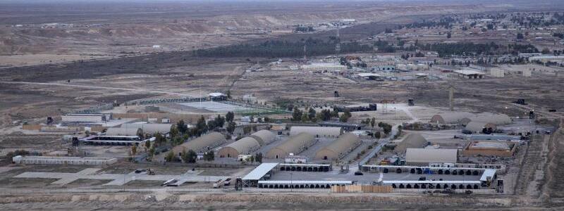 Raketenangriffe auf Stützpunkte im Irak - Foto: Eine Archivaufnahme des vom US-Militär genutzten irakischen Stützpunkts Ain al-Assad westlich von Bagdad. Der Iran hat als Vergeltung für die Tötung seines Top-Generals Ghassem Soleimani zwei auch von US-Soldaten genutzte Militärstützpunkte im Irak angegr