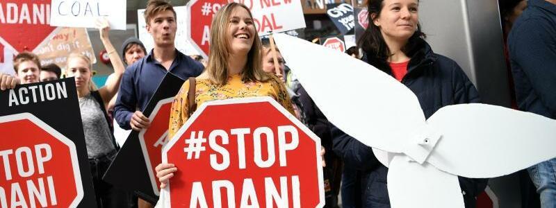 Demonstration gegen Adani-Kohlebergwerk in Australien - Foto: Dan Peled/AAP/dpa