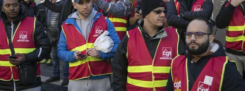 Streiks in Frankreich - Foto: Daniel Cole/AP/dpa