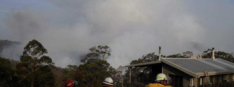 Buschfeuer bei Penrose - Foto: Dan Himbrechts/AAP/dpa