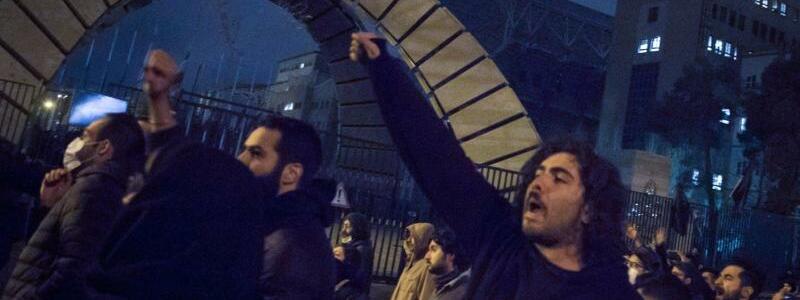 Studenten demonstrieren in Teheran - Foto: Rouzbeh Fouladi/ZUMA Wire/dpa