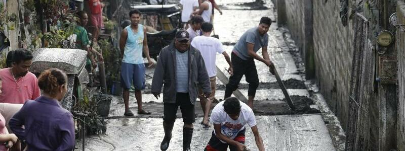 Vulkanausbruch auf denPhilippinen - Foto: Aaron Favila/AP/dpa